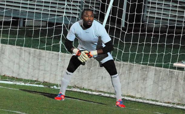Ngahane, le portier du FC Bords de Saône, n'a rien pu sur l'égalisation de dernière minute de Khantar pour l'O Saint-Genis Laval