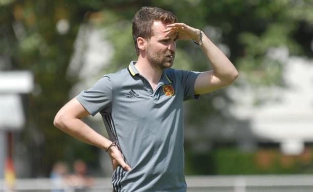 Clément Guillot l'entraîneur de la réserve de MDA Chasselay, attend que les instances indiquent le nombre de montées