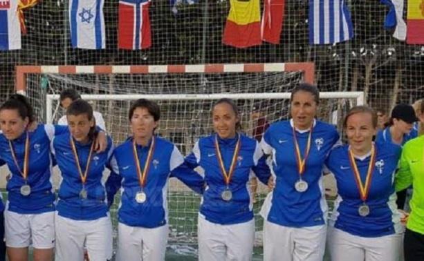 Julie Richard (4ème en partant de la droite, est devenue vice-championne du Monde Futsal (photo Progrès)