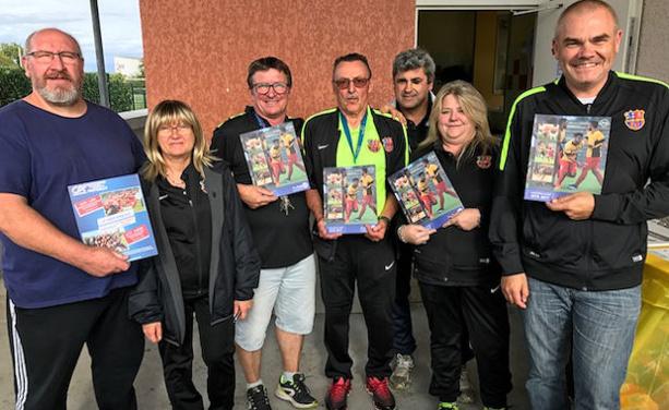 Les dirigeants et bénévoles de l'O Saint-Quentin ont apprécié le livre Monfoot69 et l'ont... acheté ! Merci à Daniel Rondot le président.