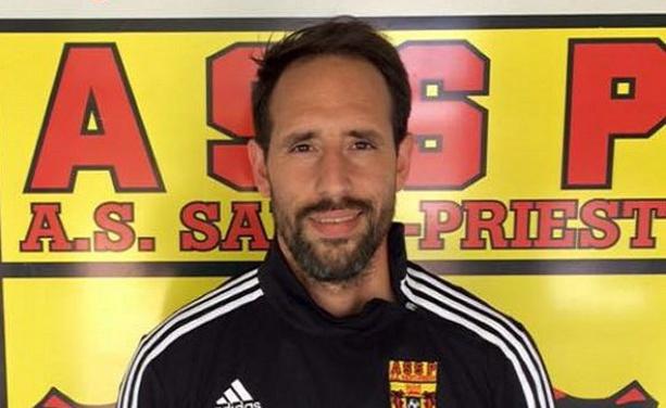 Mickael Napoletano, l'entraîneur de la troisième quipe de l'AS Saint-Priest