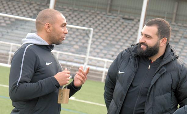 Yacine Hima (à gauche, en compagnie de Ghilas Taïbi) va retrouver la saveur des derbys dimanche.