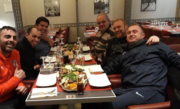 Nicolas Crouzet (à droite) en compagnie du staff de l'AS Bellecour-Perrache dont Nasser Sellidj (2ème en partant de la gauche)