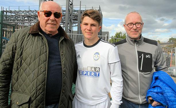 De gauche à droite Louba Mihajlovic, le grand père (ex OL), Martin, le petit-fils (FC DOMTAC) et Viva, le fils de Louba et père de Martin.