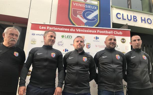 Le nouveau staff avec René Mativon (dirigeant), Ben Molina (prépa physqiue), Rémi Voisard (adjoint), André Damiani (entraineur) et Brice Morandini (gardien)