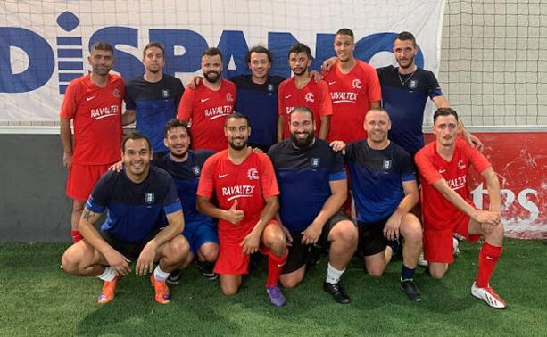 La société Ravaltex, vainqueur du dernier tournoi entreprises organisé au Sun Set Soccer de Mions