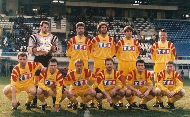 AS Lyon-Duchère 95/96 - 16ème de finale de la coupe de France à Alès (Gilles Poulet 1er accroupi en partant de la gauche)