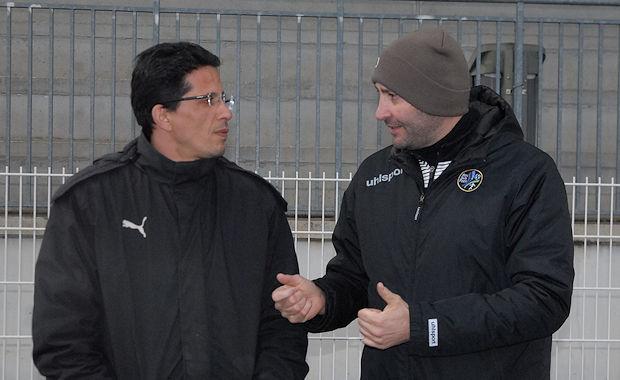 Rencontre d'actuel et d'anciens vaudais ou Karim Bounouara, l'actuel entraîneur du FC Vaulx en grande discussion avec Pascal Yvars, aujourd'hui directeur sportif d'Ain Sud Foot après avoir été celui du FC Vaulx