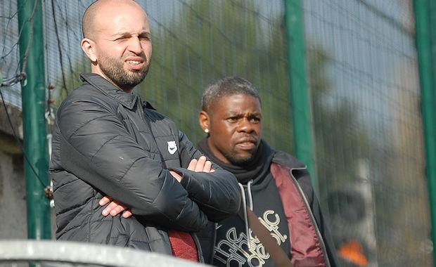 Ludo Assemoassa (à droite) en compagnie de Karim Mokeddem ou un duo d'entraîneur équipe fanion-équipe réserve qui fonctionne