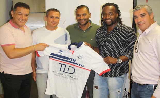 Johann Mounier, Jamal Alioui et Sydney Govou ont rejoint le football entreprise. Absent sur la photo : Pat Ouerdi, en stage à Tignes avant la reprise du championnat.