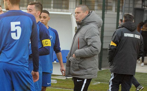 Christophe Bouteillier et les U19 du FC Villefranche ont lancé leur saison hier au FC Venissieux.