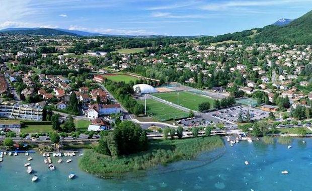 En cas de qualification, les joueurs et le staff ont promis de se jetter dans le lac, à quelques dizaines de mètres du stade.