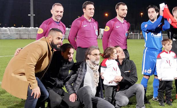 Laurent Chabaud (au centre) a participé à la cagnotte pour la petite Léa