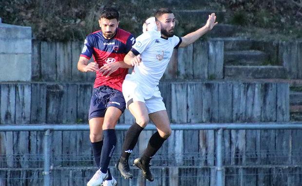 Adrien Prault a marqué son cinquième but de la siaosn avec le FC Limonest-Saint-Didier (crédit photo FCLSD)