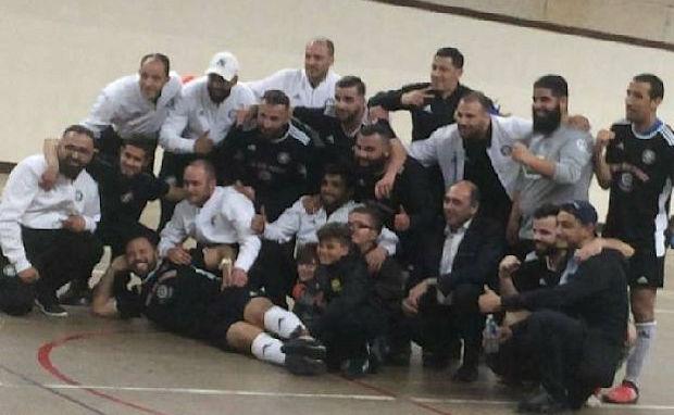 Monsieur le Maire de Saint-Priest a pris la pause avec les futurs finalistes de la Coupe du Rhône de Futsal
