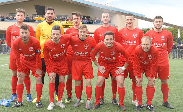 L'équipe de R3 du FC Val Lyonnais tentera de décrocher son billet pour la finale de la Coupe LAuRA Foot dimanche après-midi contre le FC DOMTAC.